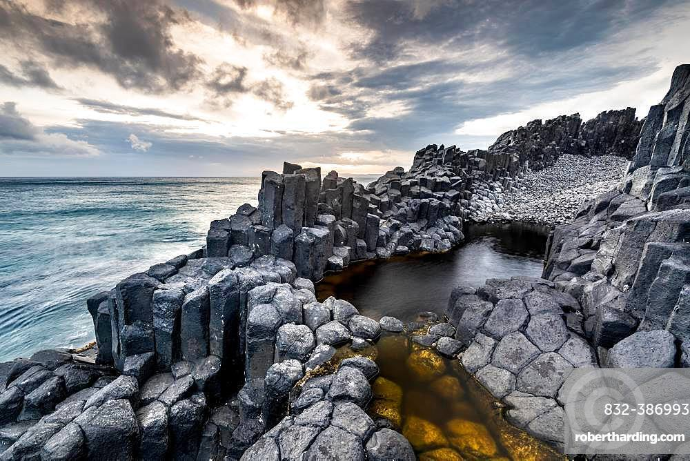 Coastal basalt cliffs, basalt columns, Blackhead, Dunedin, Otago, South Island, New Zealand, Oceania