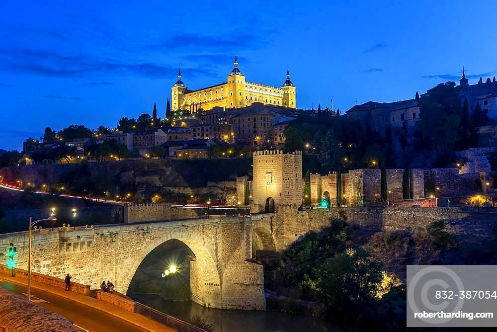 Bridge Gate, Alcantara Bridge, Puente del Alcantara, over the river Tajo, with Alcazar de Toledo, night view, Toledo, Castilla-La Mancha, Spain, Europe