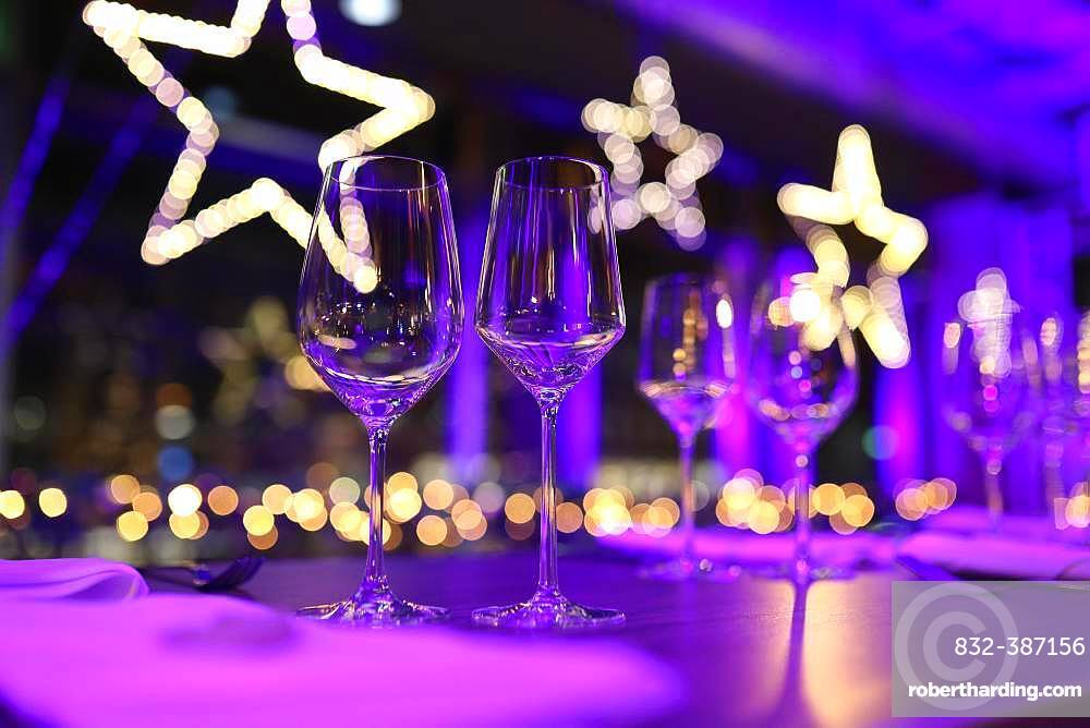 Table set for a Christmas party with wine glasses and Christmas decorations, Cologne, North Rhine-Westphalia, Germany, Europe