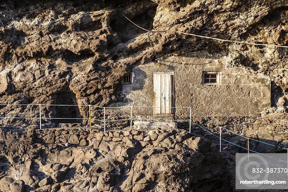 Cave dwelling on the cliffs near Puntagorda, Puerto de Puntagorda, Atlantic Ocean, La Palma, Canary Islands, Canary Islands, Spain, Europe