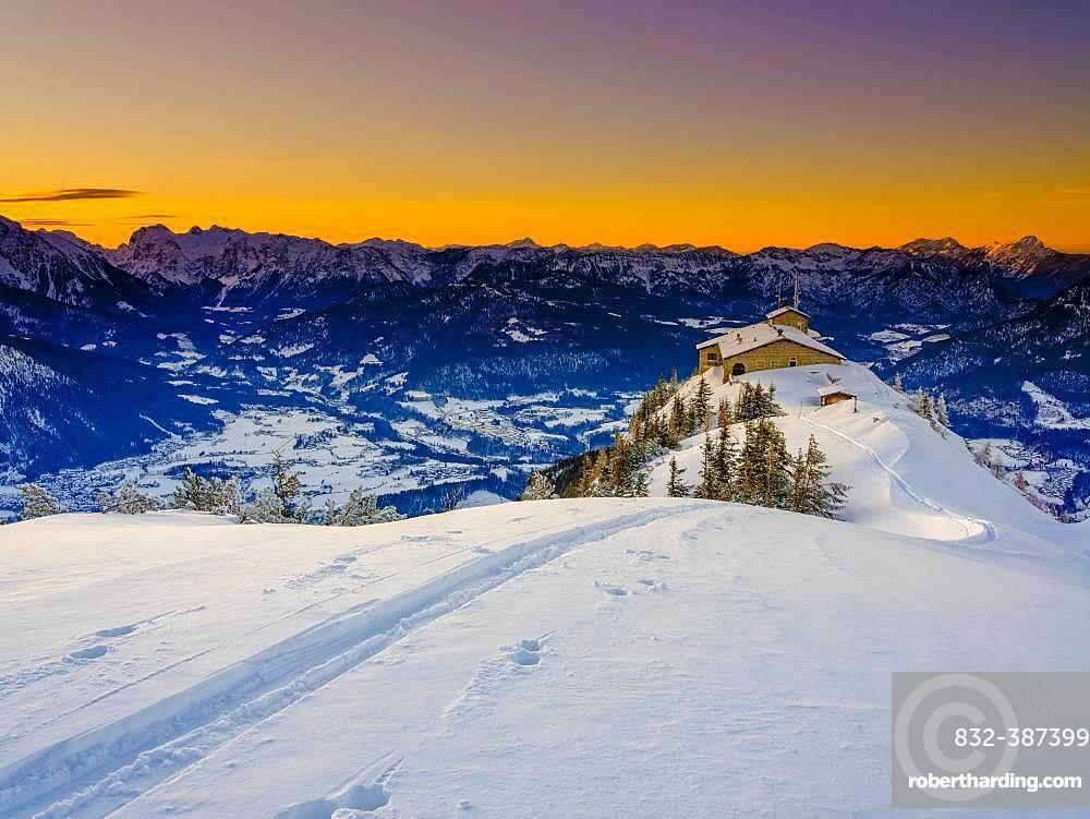 Eagle's Nest at dusk, lonely ski track on the Eagle's Nest, winter landscape, Berchtesgaden National Park, Berchtesgaden Alps, Schoenau am Koenigssee, Berchtesgadener Land, Upper Bavaria, Bavaria, Germany, Europe