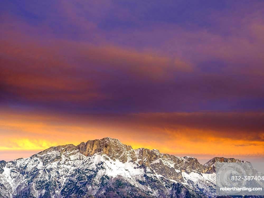 Dawn over the Untersberg, Bischofswiesen, Berchtesgadener Land, Upper Bavaria, Bavaria, Germany, Grenzberg zu Salzburg, Austria, Europe