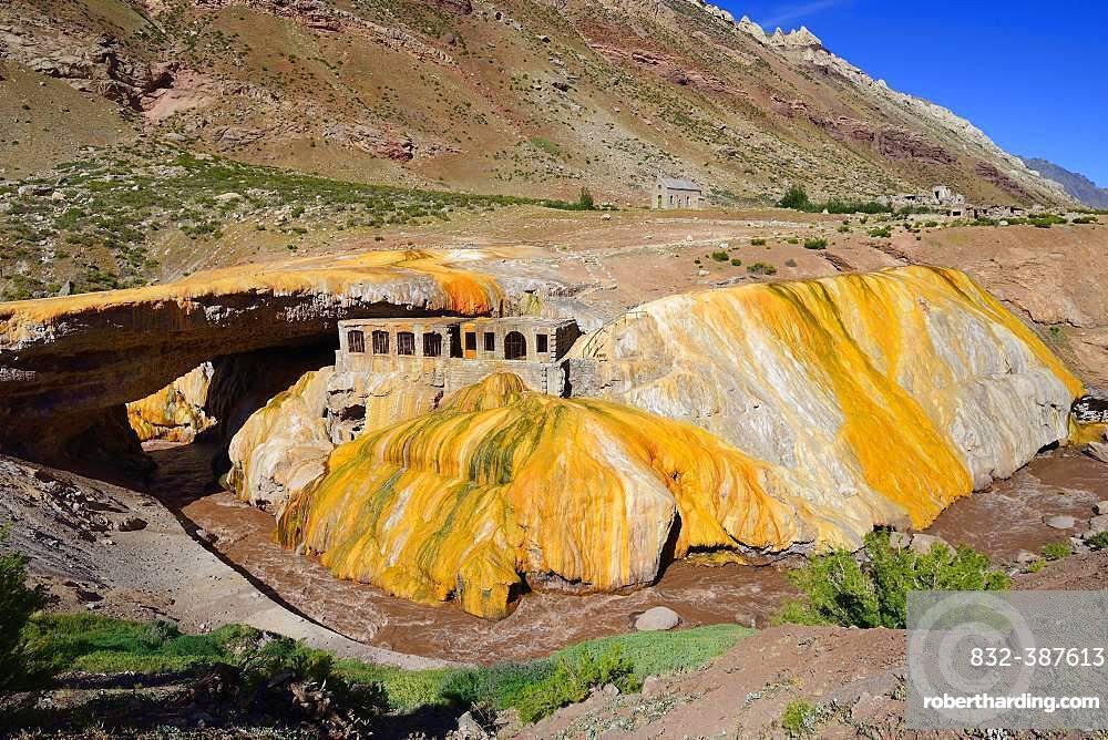 Puente del Inca, rock arch and old thermal bath of the sulphur spring above the Rio de las Cuevas, near Uspallata, Mendoza Province, Argentina, South America