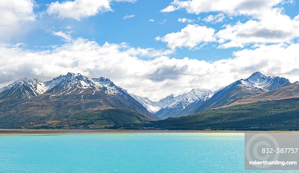 Panorama, turquoise water, Lake Pukaki, Ben Ohau Range with snow, Canterbury Region, Southland, New Zealand, Oceania