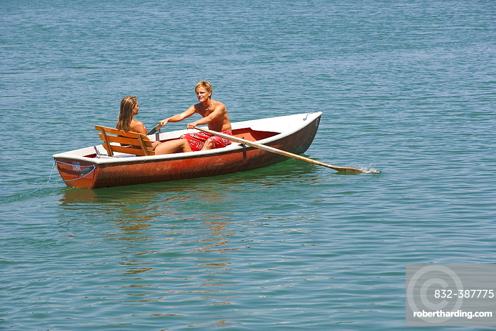 Teenager, couple rowing in a rowing boat at a lake, 18 years, Irrsee, Upper Austria, Austria, Europe