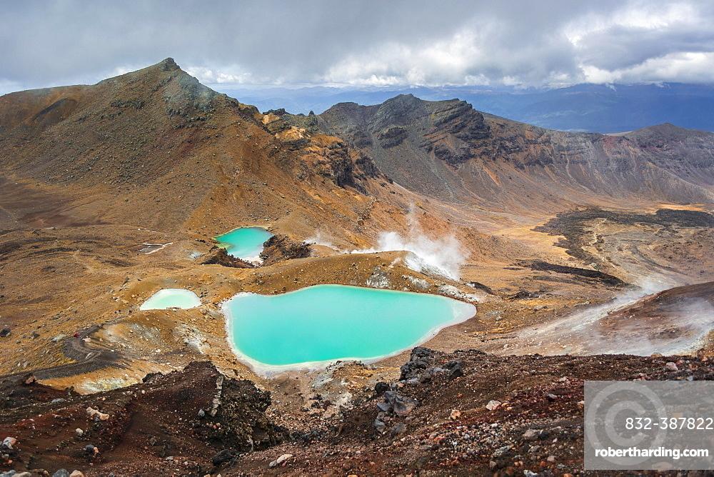 Turquoise Crater Lake, Blue Lake, volcano Mount Tongariro and Mount Ngauruhoe, Tongariro National Park, North Island, New Zealand, Oceania