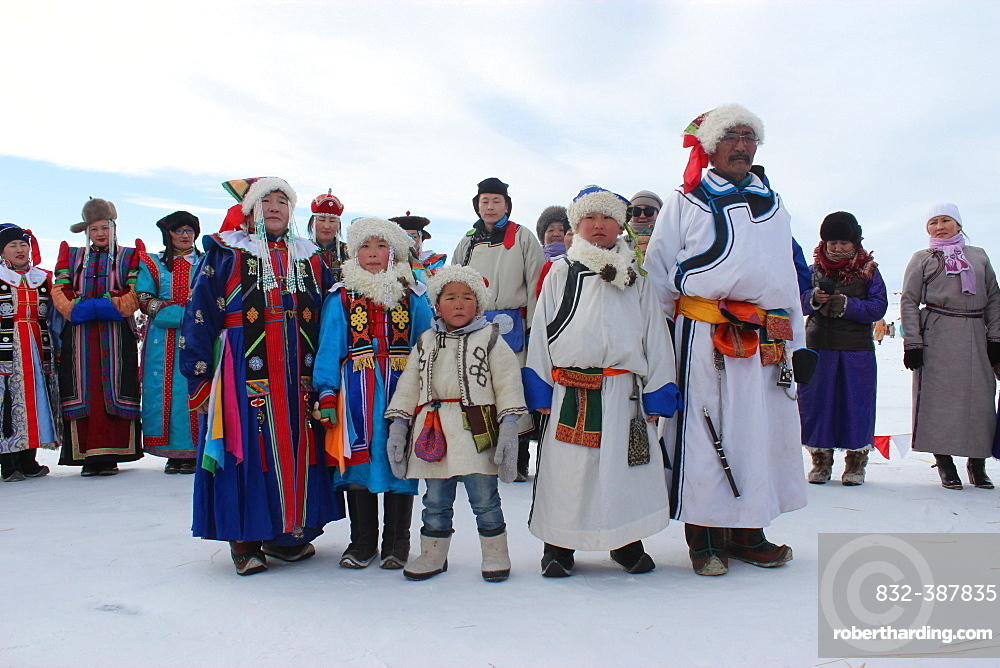 Family in traditional clothing in winter, Dornod-Aimag, Mongolia, Asia