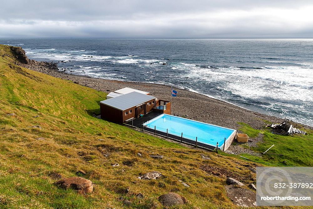Krossneslaug, outdoor pool with hot spring by the sea, Krossnes, Arnes, Strandir, Westfjords, Iceland, Europe