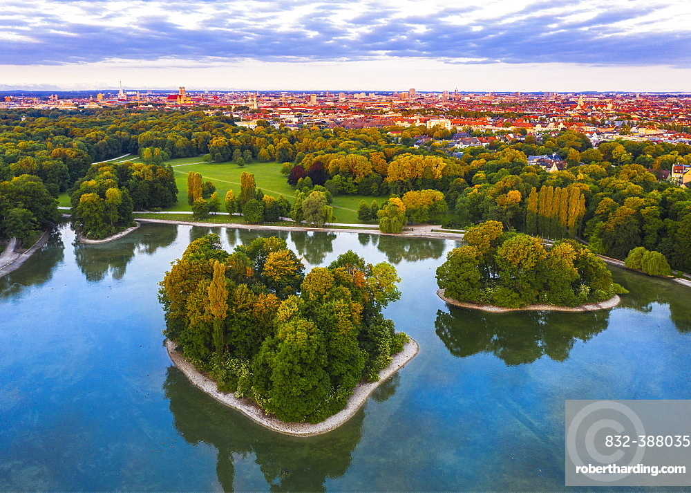 King's Island and Elector's Island in the Kleinhesseloher Lake, English Garden, view over the old town and Maxvorstadt in the morning light, Munich, aerial view, Upper Bavaria, Bavaria, Germany, Europe