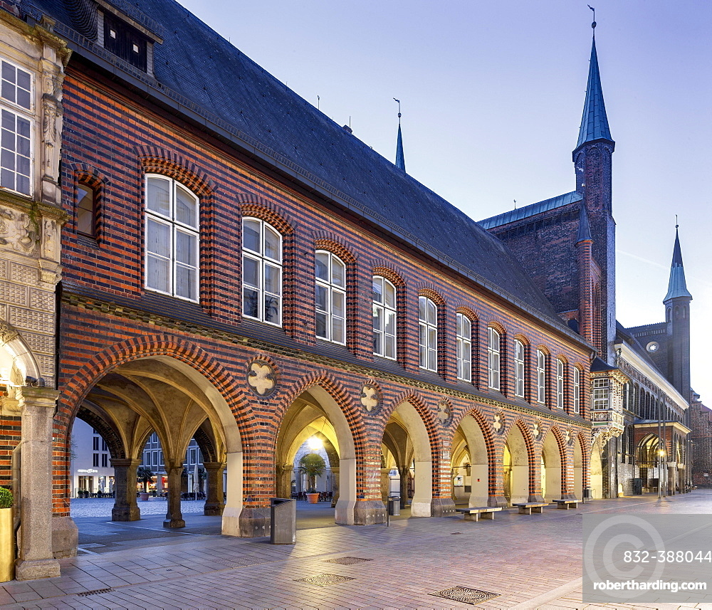 Historic Town Hall, Long House with arcade between Markt and Breite Strasse, Blue Hour, Luebeck, Schleswig-Holstein, Germany, Europe