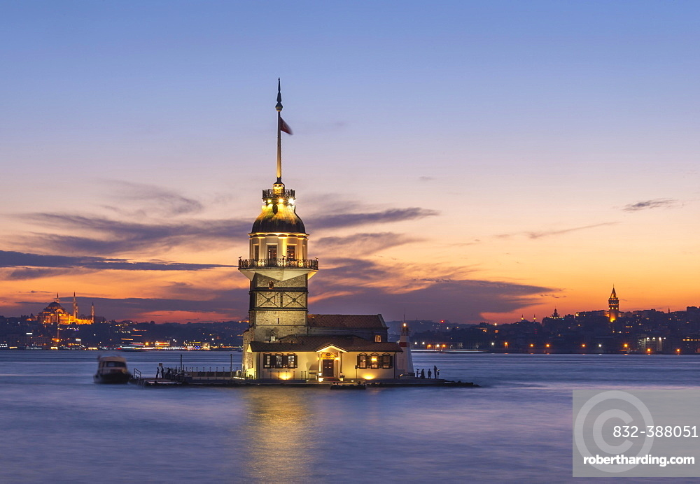 Lighthouse, Leander's Tower or Girls' Tower, Kiz Kulesi, at sunset, island in the Bosporus, Ueskuedar, Istanbul, Turkey, Asia