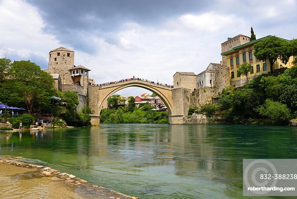 Mostar Bridge over the Neretva River, Stari most, UNESCO World Heritage Site, Mostar, Bosnia and Herzegovina, Europe
