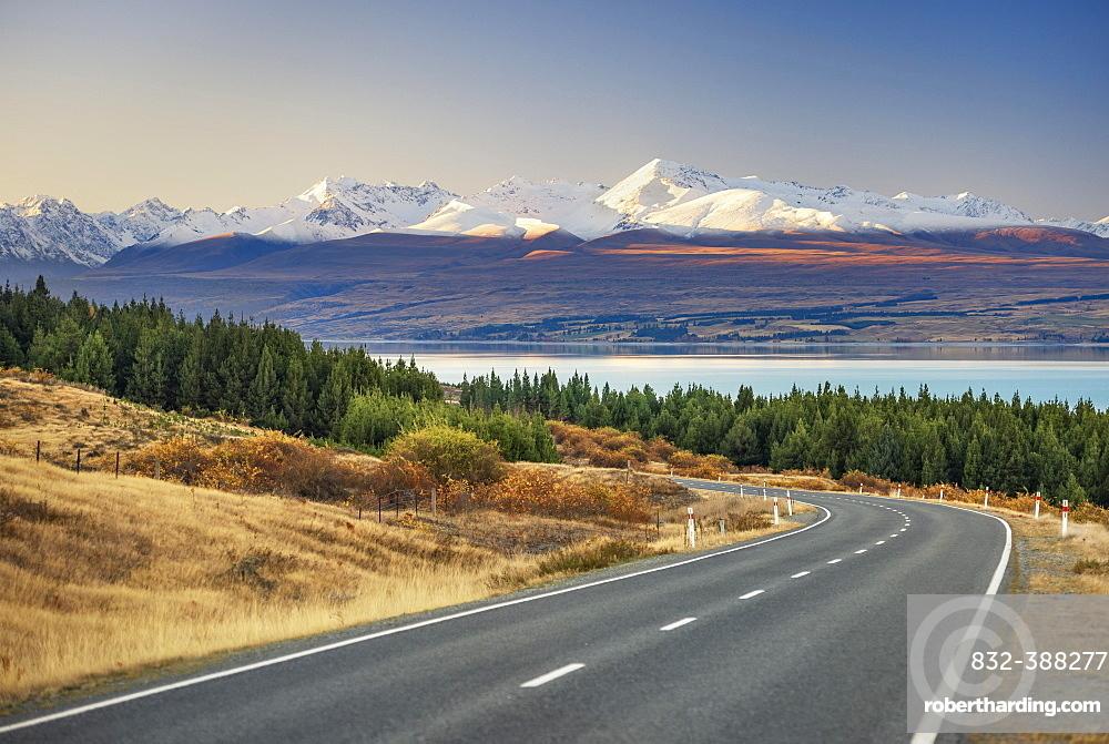 Road to Mount Cook at Lake Pukaki, Mount Cook Road Area, Tekapo, Twizel, Canterbury, New Zealand, Oceania