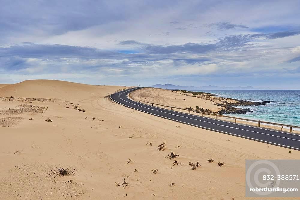 Coastal road through sand dunes, Parque Natural de Corralejo, Fuerteventura, Canary Islands, Spain, Europe