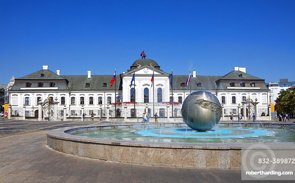 Hodzovo namestie fountain, Grassalkovich Palace, Residence Palace, Presidential Palace, Bratislava, Slovakia, Europe