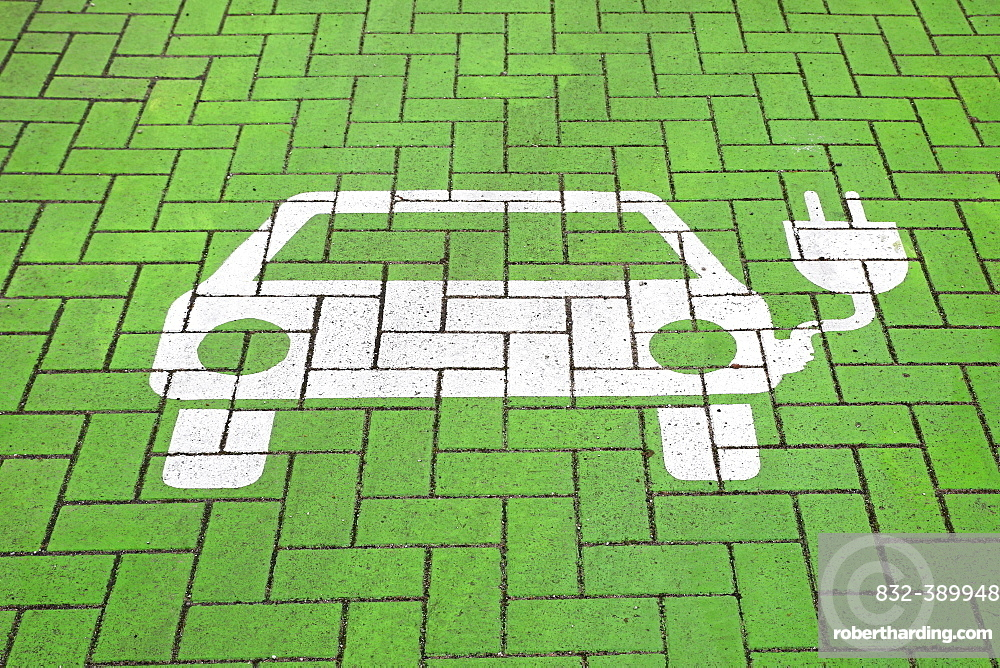 Parking for electric cars at a charging station, symbol on the ground at a charging station, Norderstedt, Schleswig-Holstein, Germany, Europe