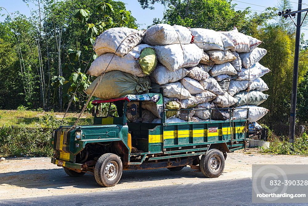 Fully loaded old toyota truck, Mawlamyine, Mon state, Myanmar, Asia