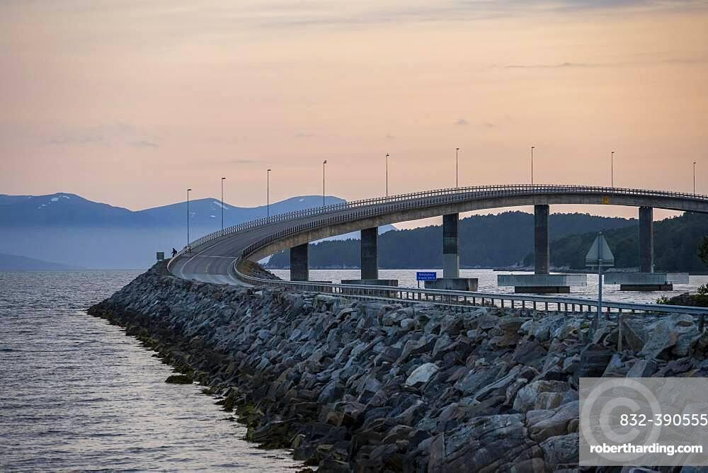 Bolsoybrua, Bolsoy Bridge over the Bolsoysund in the evening, More og Romsdal, Norway, Europe