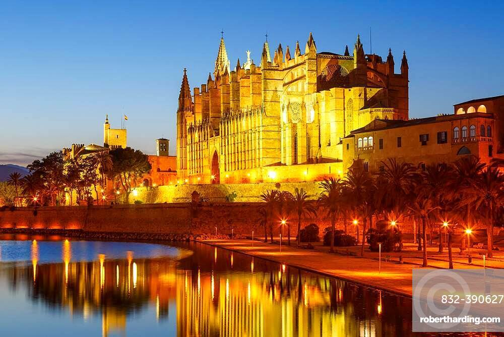 Catedral de Palma Cathedral Church Text Free Space Copyspace Night Travel Travel in Majorca, Spain, Europe