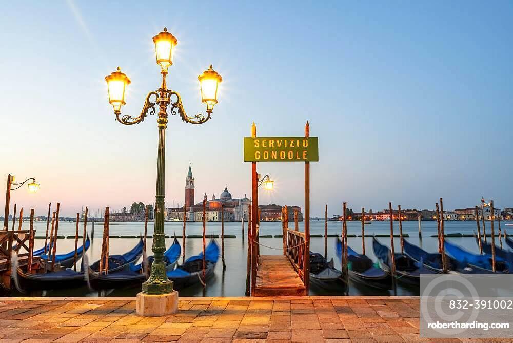 Boat landing stage, Servicio Gondole, jetty with Venetian gondolas, in the back church San Giorgio Maggiore, long exposure, dawn, Venice, Veneto, Italy, Europe