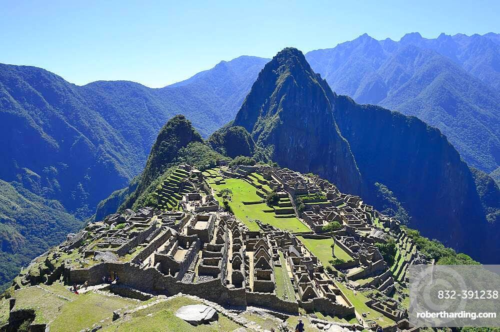 Inca ruined city with Mount Huayna Picchu, Machu Picchu, Urubamba Province, Peru, South America