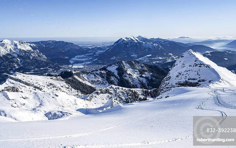 Alpine panorama, Bernadeinkopf, view over the Wetterstein mountains with snow in winter, Garmisch-Partenkirchen, Bavaria, Germany, Europe