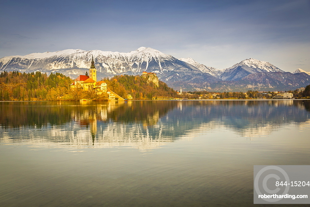 Lake Bled and Santa Maria Church (Church of Assumption) and Bled Castle and Julian Alps visible in the background, Gorenjska, Slovenia, Europe