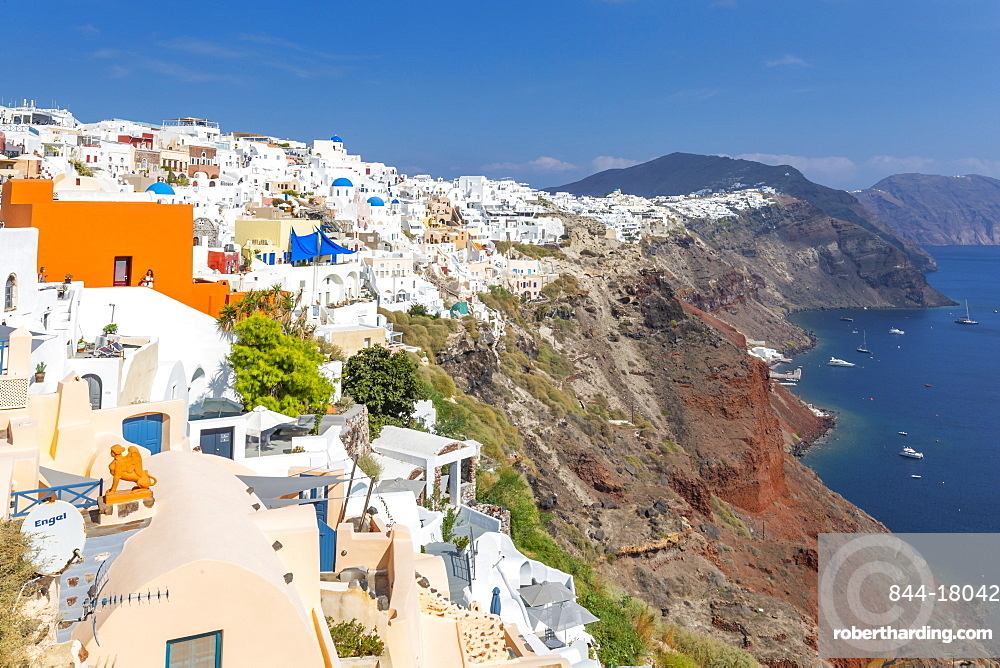 View of white washed house in Oia village, Santorini, Cyclades, Aegean Islands, Greek Islands, Greece, Europe