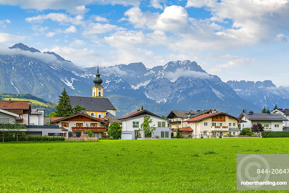 View of Pfarramt Soll Church and mountains in background, Soll, Solllandl, Tyrol, Austria, Europe
