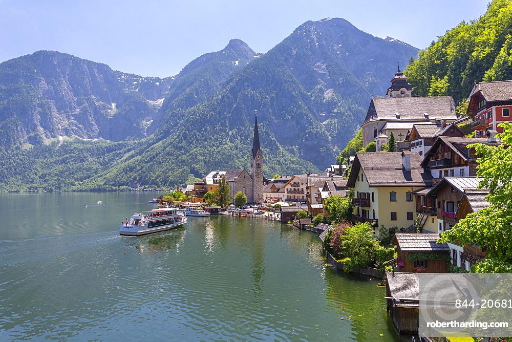 Ferry arriving at Hallstatt village, UNESCO World Heritage Site, Salzkammergut region of the Alps, Salzburg, Austria, Europe