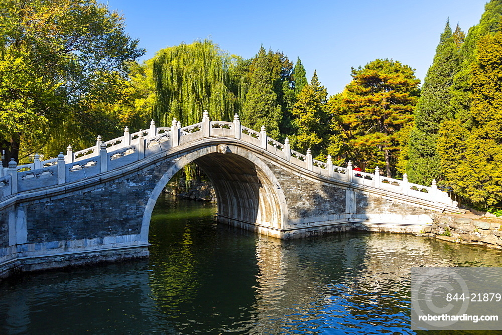 View of arched bridge on Kunming Lake at Yihe Yuan, The Summer Palace, Beijing, People's Republic of China, Asia