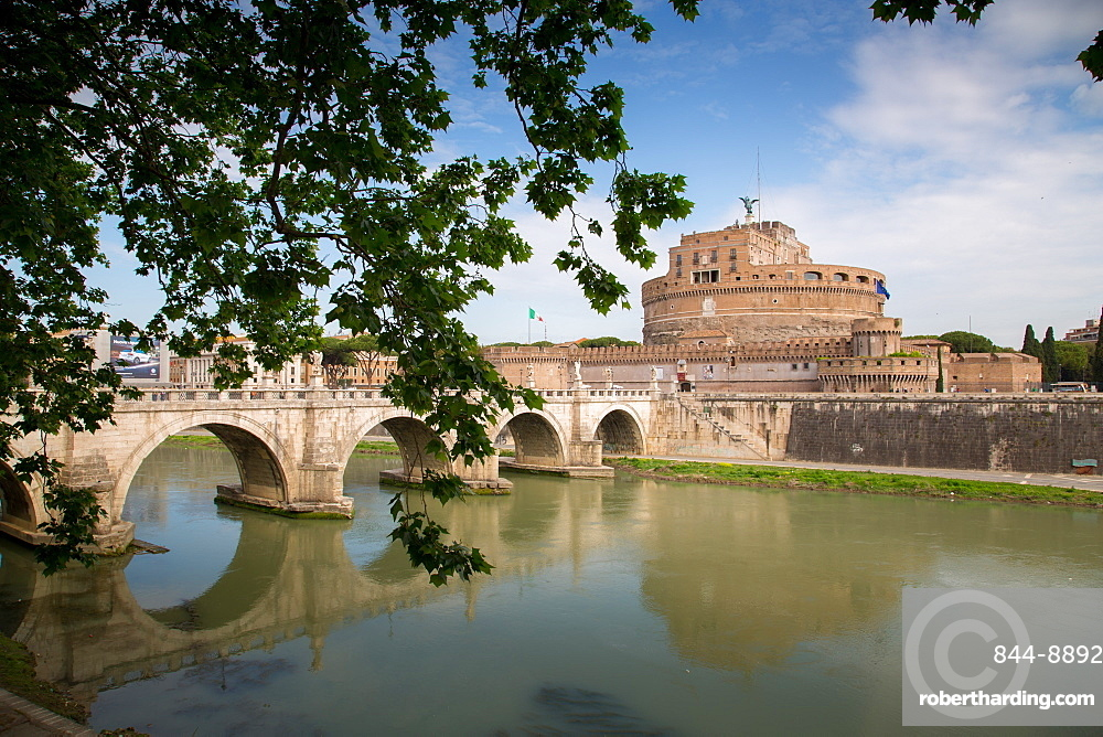 River Tiber and Castel Sant' Angelo, UNESCO World Heritage Site, Rome, Lazio, Italy, Europe