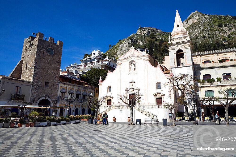 Piazza 9th Aprile, Taormina, Sicily, Italy, Europe
