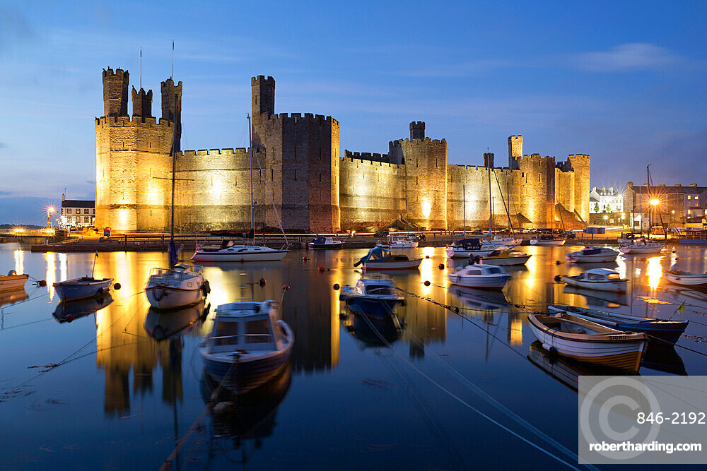 Caernarfon Castle, UNESCO World Heritage Site, on the River Seiont, Caernarfon, Snowdonia, Gwynedd, Wales, United Kingdom, Europe