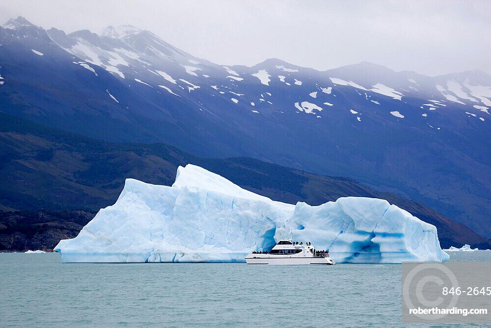 Tourist boat and iceberg near Upsala Glacier on Lago Argentino, El Calafate, Parque Nacional Los Glaciares, UNESCO World Heritage Site, Patagonia, Argentina, South America