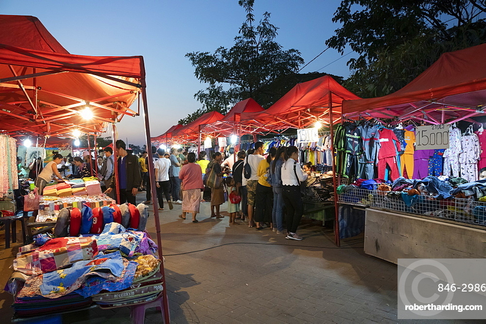 Night market at the Chao Anouvong Park on Th Fa Ngoum next to the Mekong river, Vientiane, Laos, Indochina, Southeast Asia, Asia