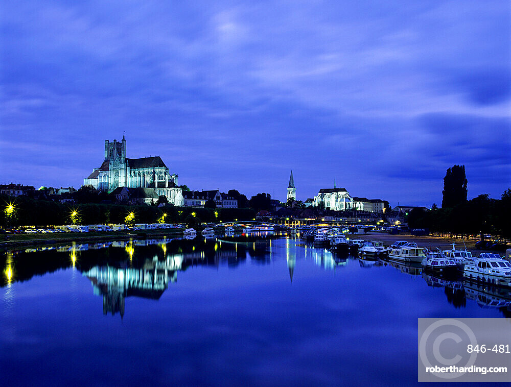 River Yonne and Cathedral (Cathedrale Saint-Etienne d'Auxerre) at dusk, Auxerre, Burgundy, France, Europe