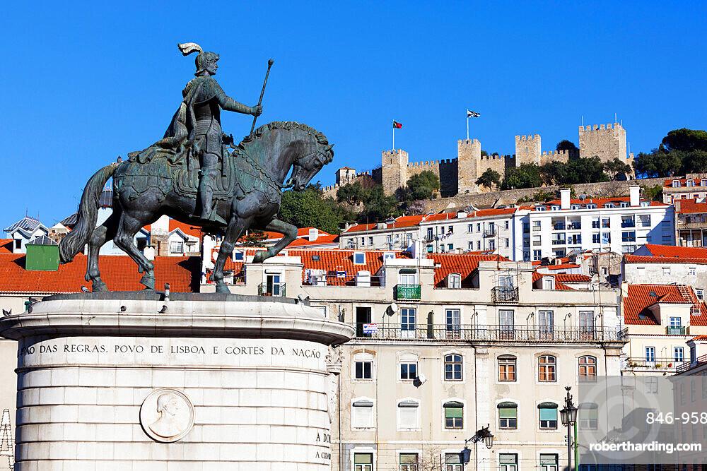 Statue of King John 1st and Castelo de Sao Jorge, Praca da Figueira, Baixa, Lisbon, Portugal, Europe