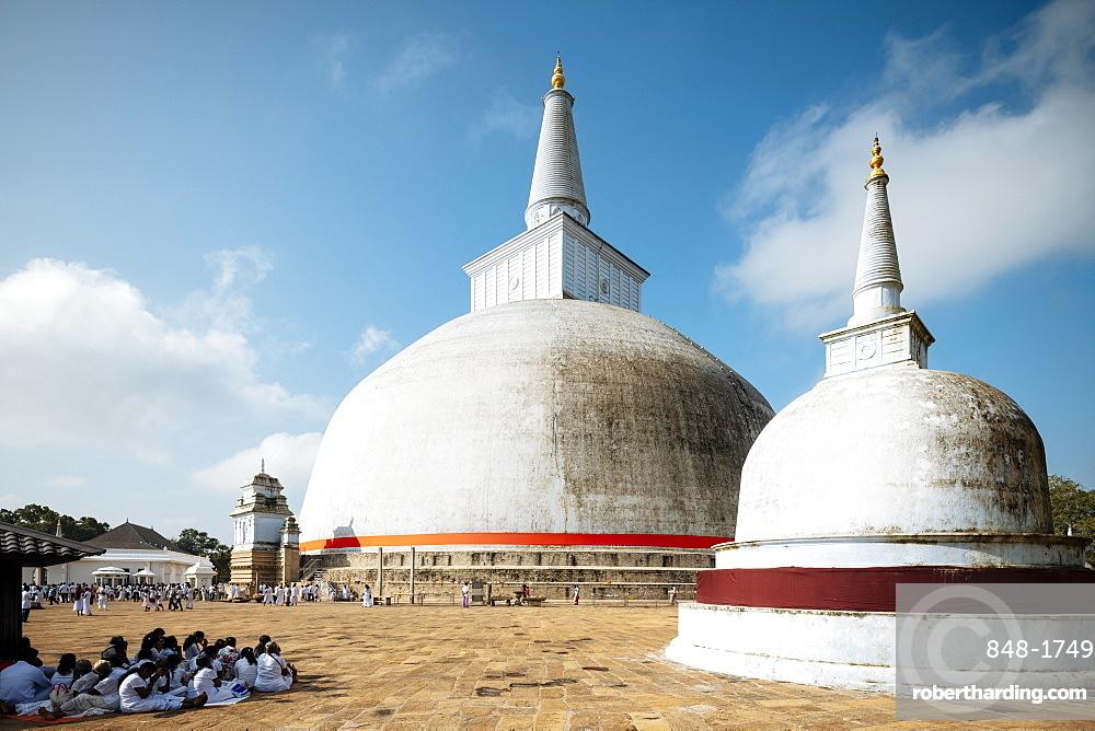 Ruwanweli Saya Dagoba (Golden Sand Stupa), Anuradhapura, UNESCO World Heritage Site, North Central Province, Sri Lanka, Asia