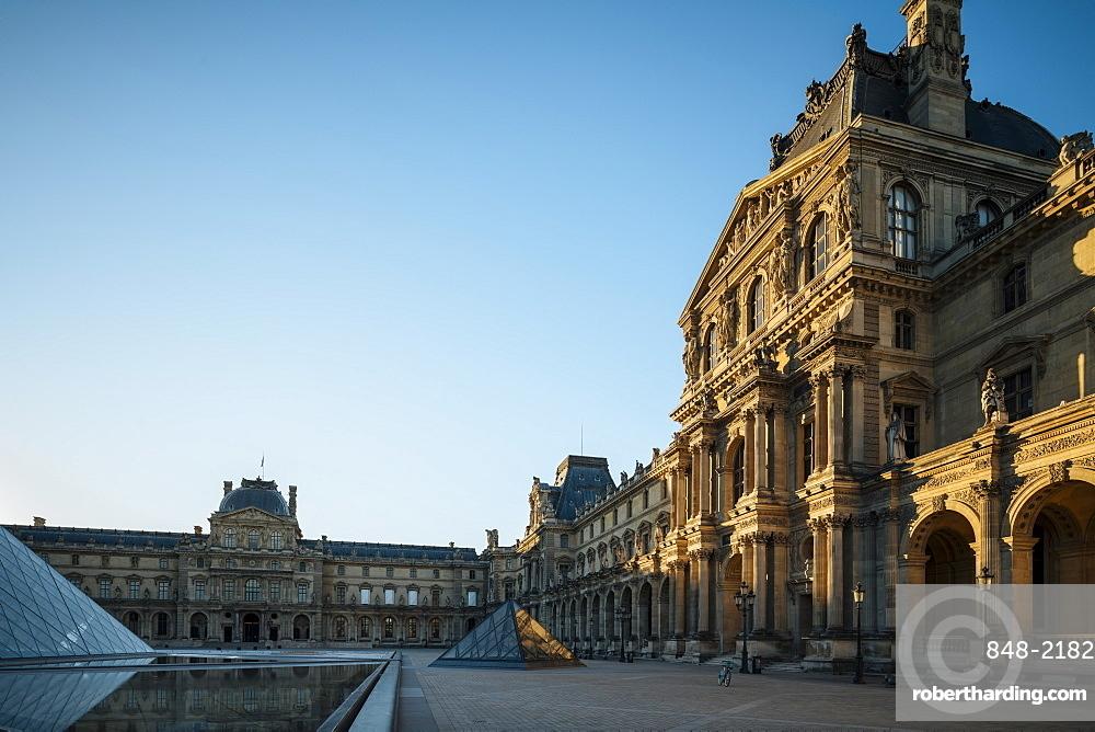 Louvre Museum at dawn, Paris, v?le-de-France, France, Europe