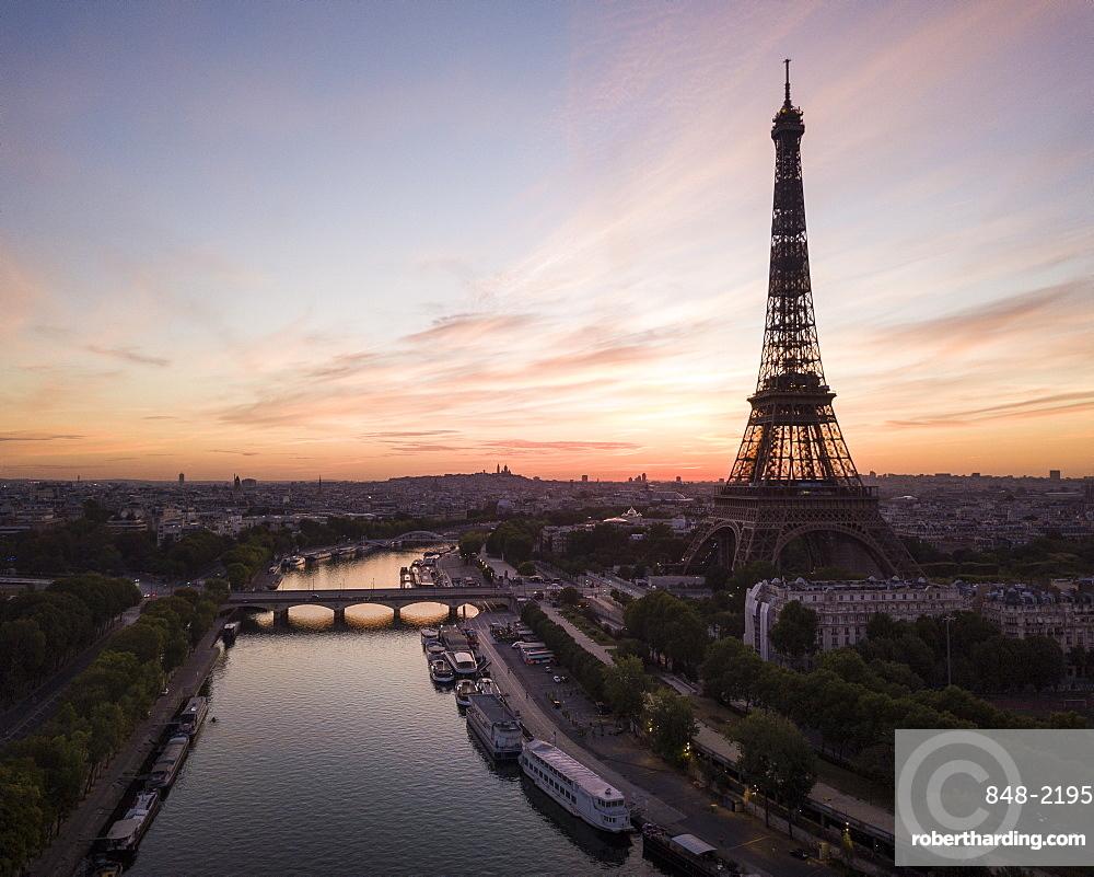 Eiffel Tower and River Seine at dawn, Paris, v?le-de-France, France, Europe