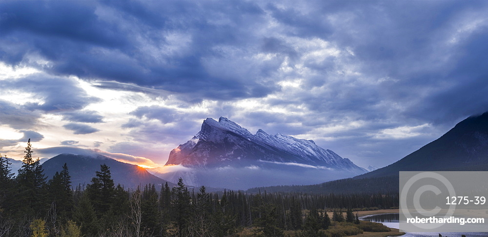Vermilion Lakes sunrise, Banff National Park, UNESCO World Heritage Site, Canadian Rockies, Alberta, Canada, North America