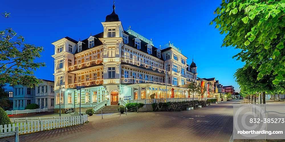 Hotel Ahlbecker Hof at dusk, spa architecture, seaside spa Ahlbeck, Usedom, Baltic Sea coast, Mecklenburg-Western Pomerania, Germany, Europe