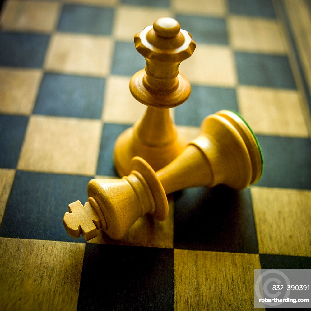 King and Queen, Chessboard