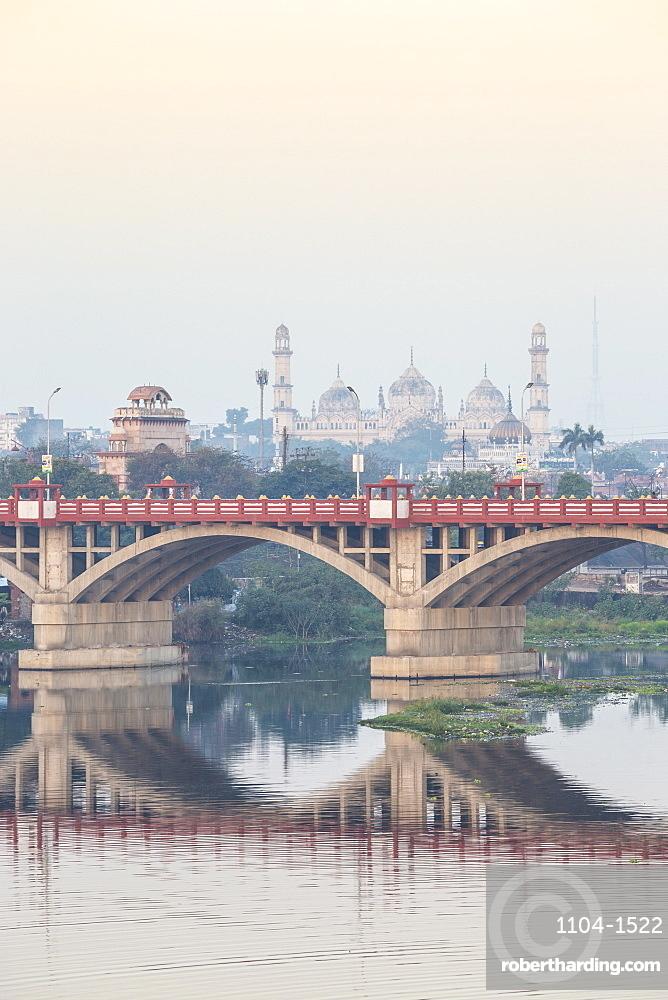 India, Uttar Pradesh, Lucknow, Bridge over Gomti River