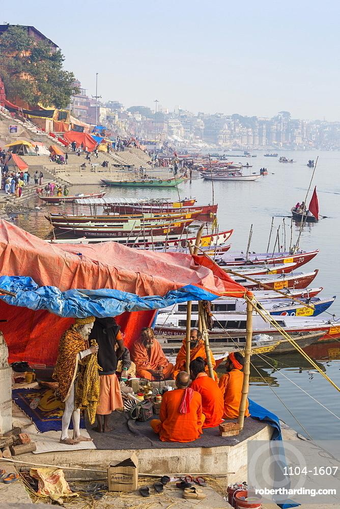 Hindu holy men on banks of Ganges River, Varanasi, Uttar Pradesh, India, Asia