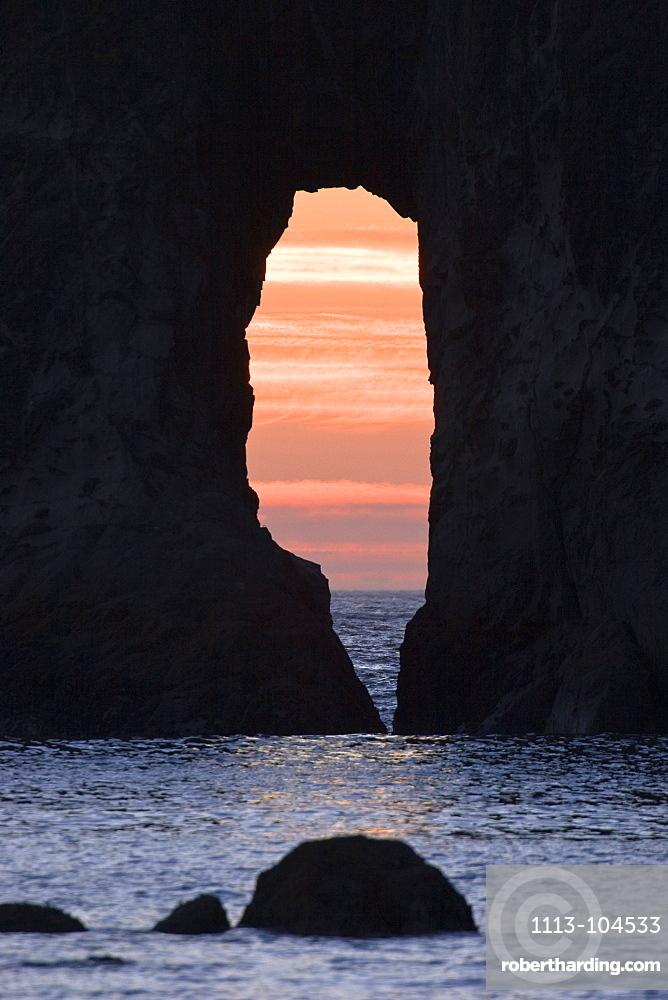 rocks at sunset, Rialto Beach, West Coast, Olympic Peninsula, Olympic Nationalpark, Washington, USA