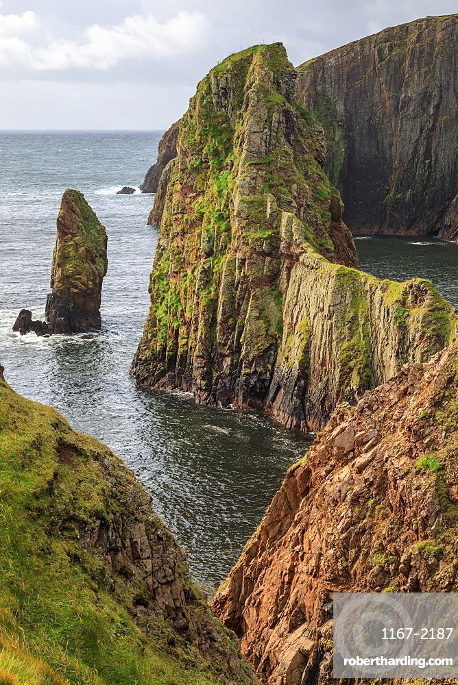 Westerwick, dramatic coastal views, red granite sea cliffs and stacks, West Mainland, Shetland Isles, Scotland, United Kingdom