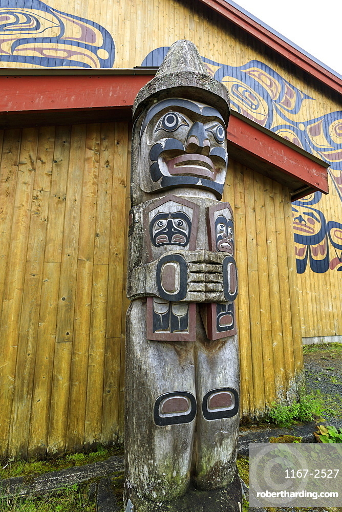 Exterior, The Big House, Klemtu, First Nations Kitasoo Xai Xais community, Great Bear Rainforest, British Columbia, Canada, North America