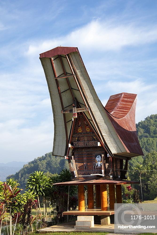 A traditional Torajan Tongkonan long house, Tana Toraja, Sulawesi, Indonesia, Southeast Asia, Asia